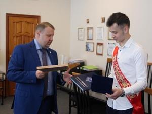 Нижегородского школьника наградили за спасение утопающего друга