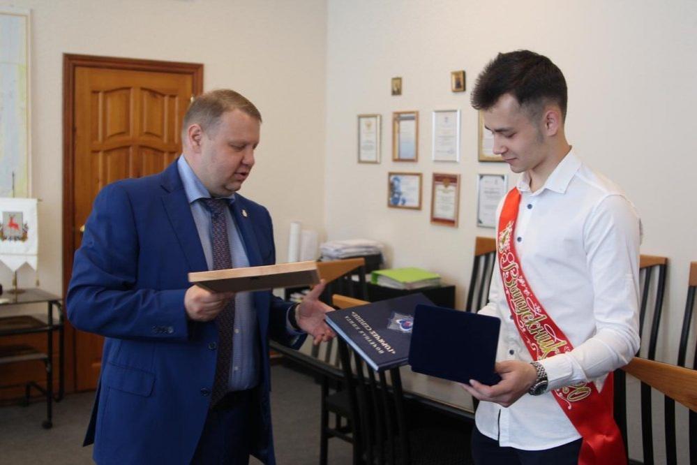 Нижегородского школьника наградили за спасение утопающего друга - фото 1