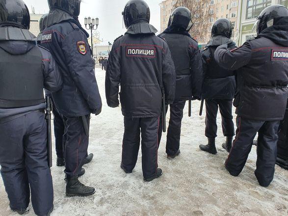 ОМОН перекрыл территорию на Большой Покровской из-за митинга - фото 10