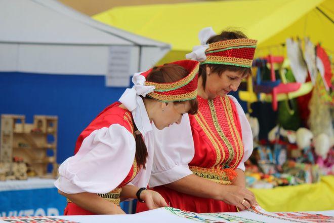 Нижегородцы вышили 25-метровый «Рушник дружбы» в День России - фото 24