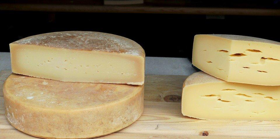 Как отличить натуральный сыр от дешевой подделки - фото 1