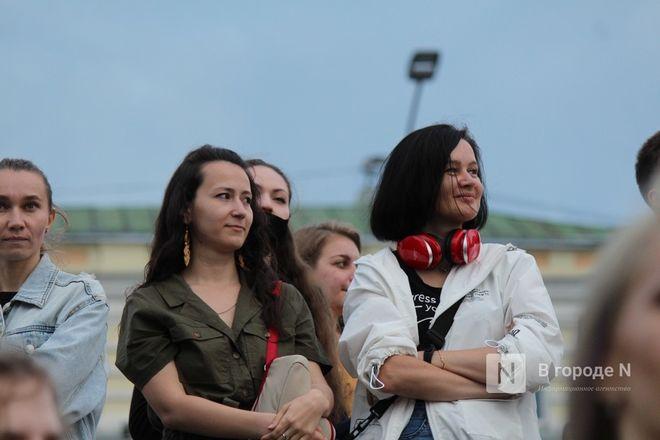 «Столица закатов» без солнца: как прошел первый день фестиваля музыки и фейерверков в Нижнем Новгороде - фото 33