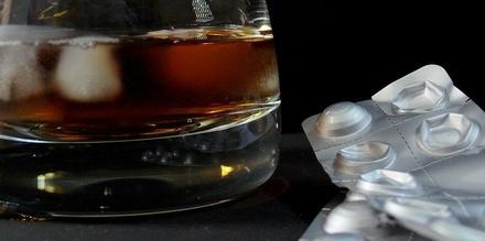4 лекарства, которые ни в коем случае нельзя принимать с алкоголем