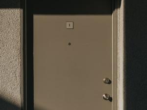 Мужчина угрожал зарезать соседку по коммуналке в Московском районе