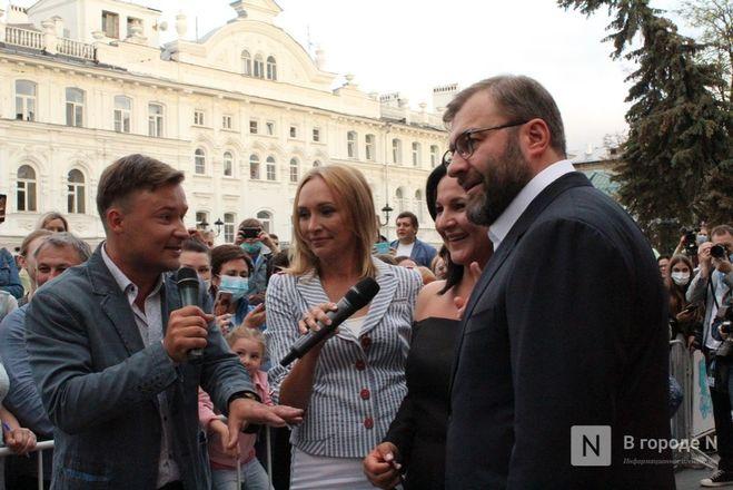 Маски на красной дорожке: звезды кино приехали на «Горький fest» в Нижний Новгород - фото 23