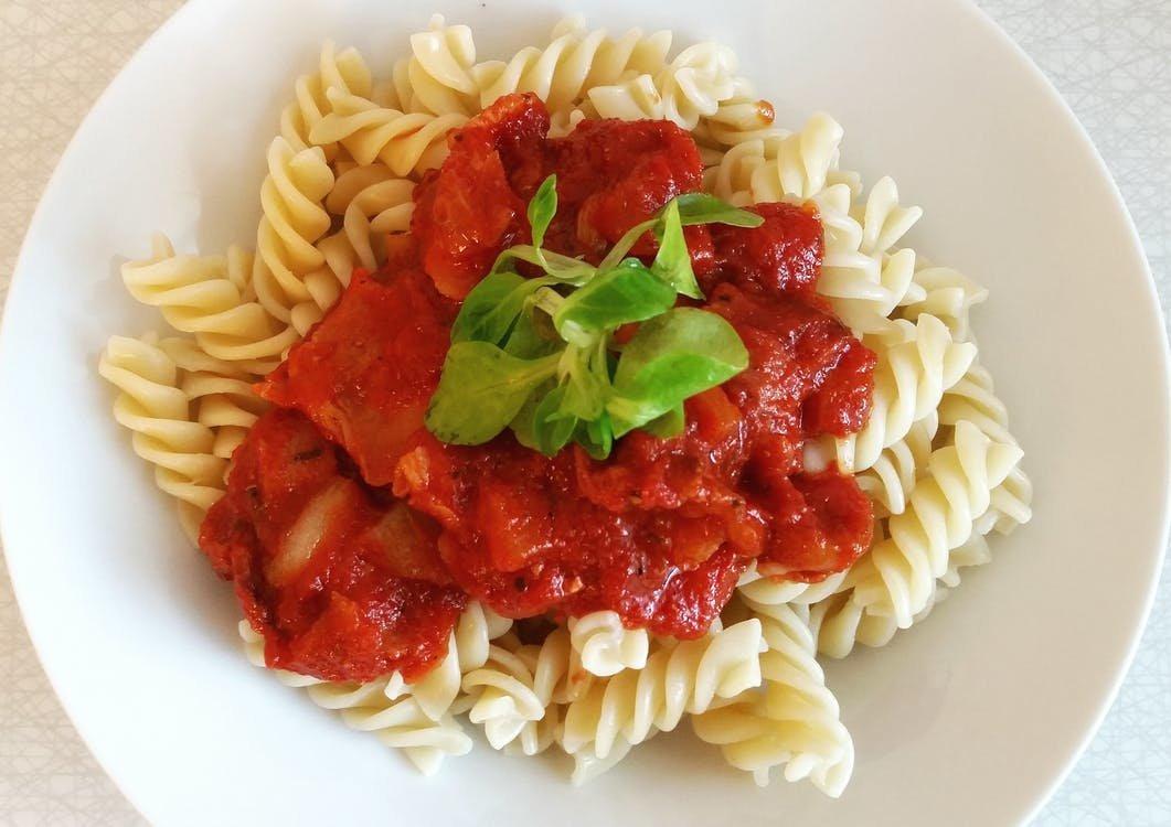 Много соли, крахмала и консервантов: две марки томатной пасты провалили тест Росконтроля - фото 1