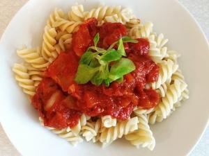 Много соли, крахмала и консервантов: две марки томатной пасты провалили тест Росконтроля