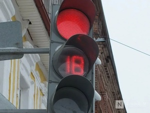 Автобус проехал на красный свет и врезался в легковушку на Мызе