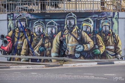 Нижегородский граффитист пообещал продолжить работу над рисунком с пожарными на Окском съезде