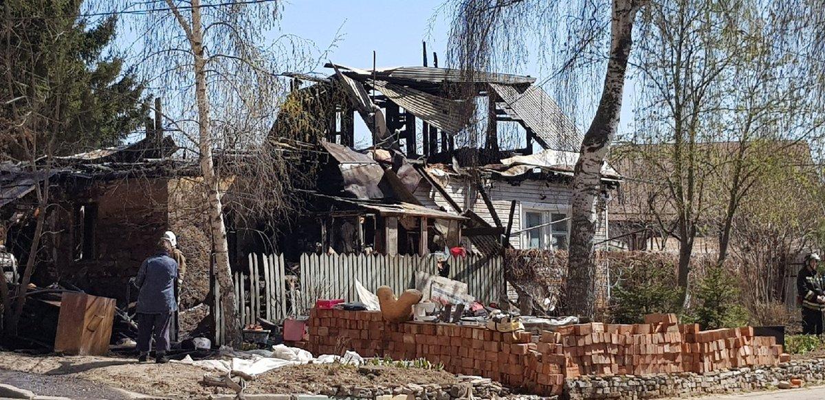 Баня и крыша дома сгорели на улице Горной - фото 1