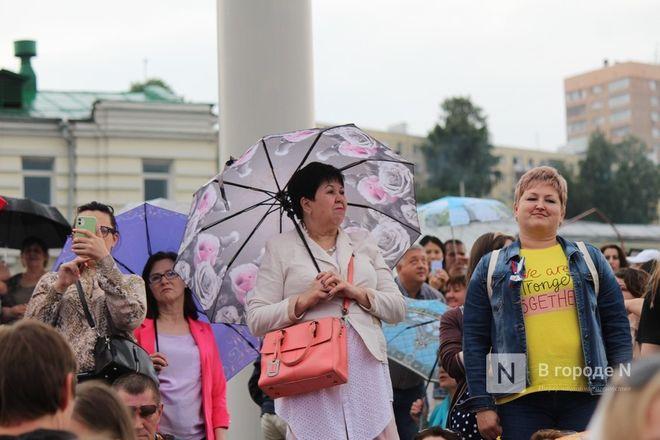 «Столица закатов» без солнца: как прошел первый день фестиваля музыки и фейерверков в Нижнем Новгороде - фото 19