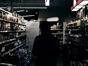 Кассиршу из Ленинского района будут судить за продажу алкоголя детям