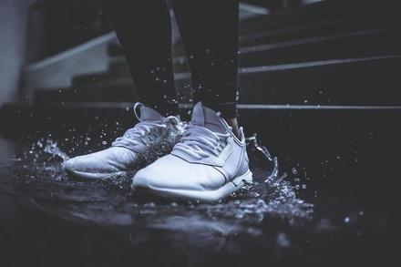 5 способов без труда очистить белую подошву кроссовок
