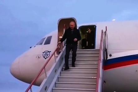 Владимир Путин прилетел в Саров