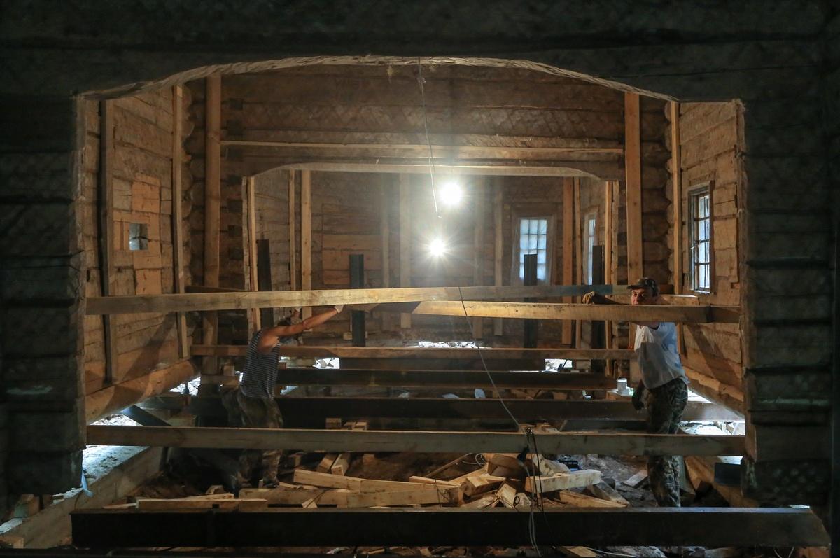 Сруб реставрируемой мельницы-столбовки на Щелоковском хуторе готов на половину - фото 2