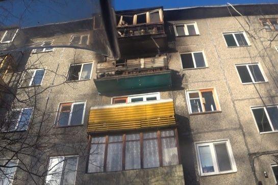 Ребенка и четверых взрослых спасли нижегородские пожарные из горящей пятиэтажки - фото 1