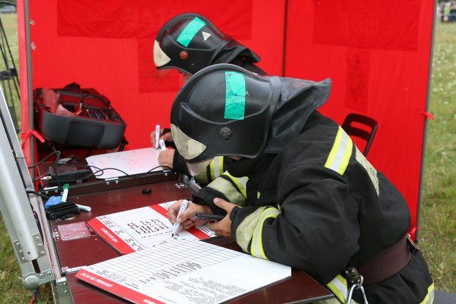 На вертолетах и квадроциклах: пожарные боролись с условным лесным возгоранием под Дзержинском - фото 7