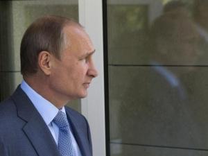 Уровень одобрения работы Путина и Медведева среди россиян снизился после повышения цен на бензин