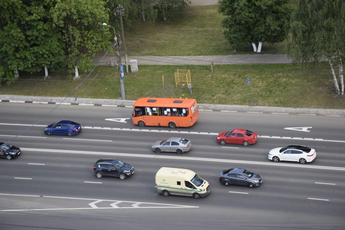 Полоса раздора: почему выделенные полосы в Нижнем Новгороде не спают от пробок - фото 1