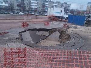 Провал в Дзержинске произошел на старом канализационном коллекторе