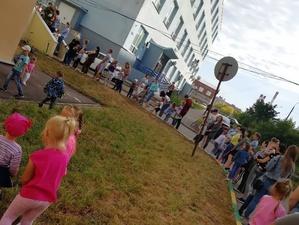 Нижегородцы продолжают стоять в огромных очередях за справками в детский сад